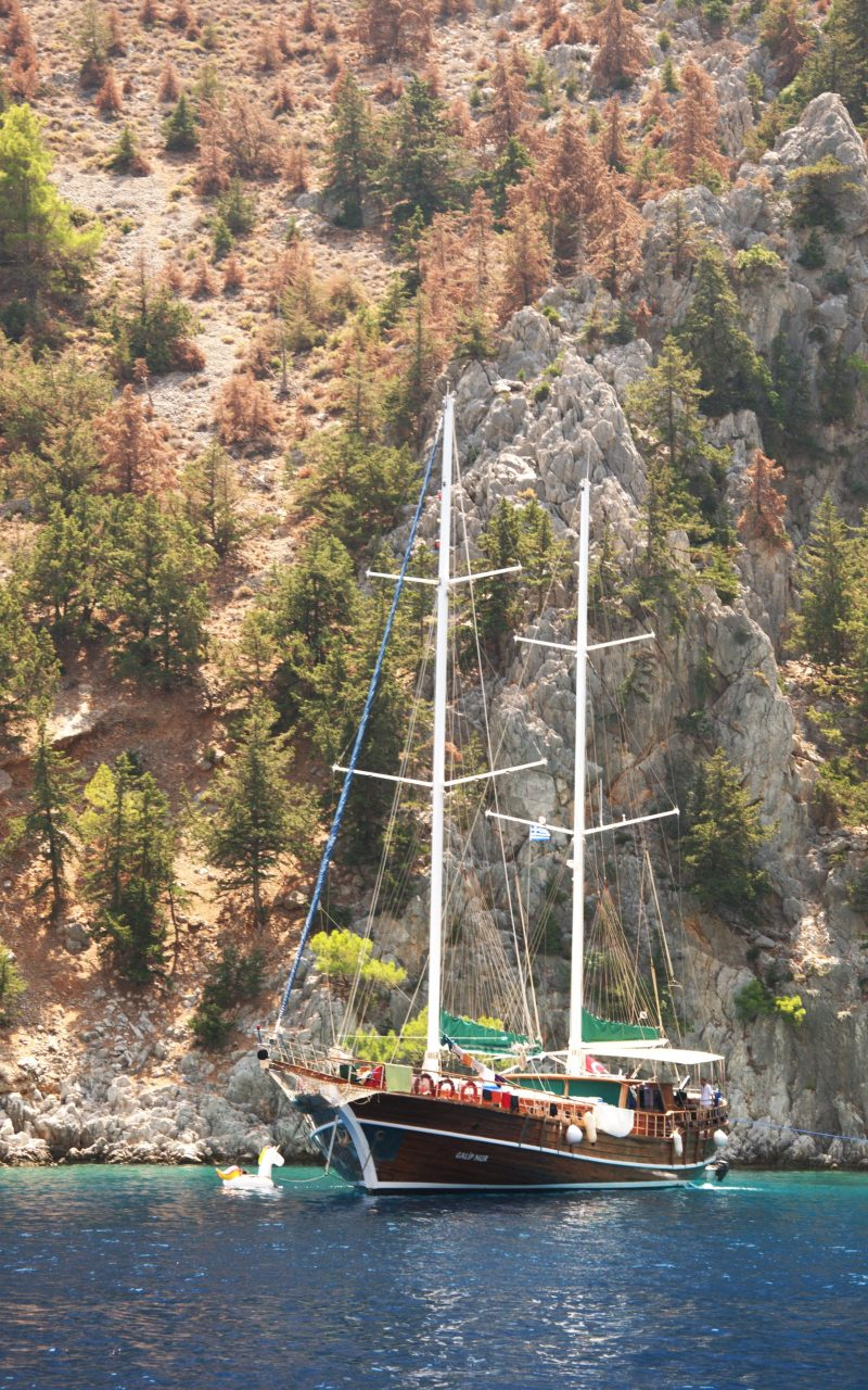 gnsyachting-catamaran-booking-motor-yacht-greece-holiday-5