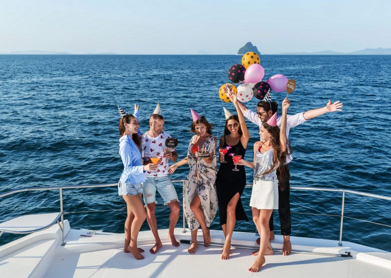 gnsyachting-party-yacht-company-young-people-celebrate-birthday-during-sea-cruise